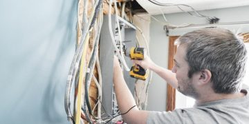 7 Signs of Faulty Wiring in Your Bradenton, FL Home
