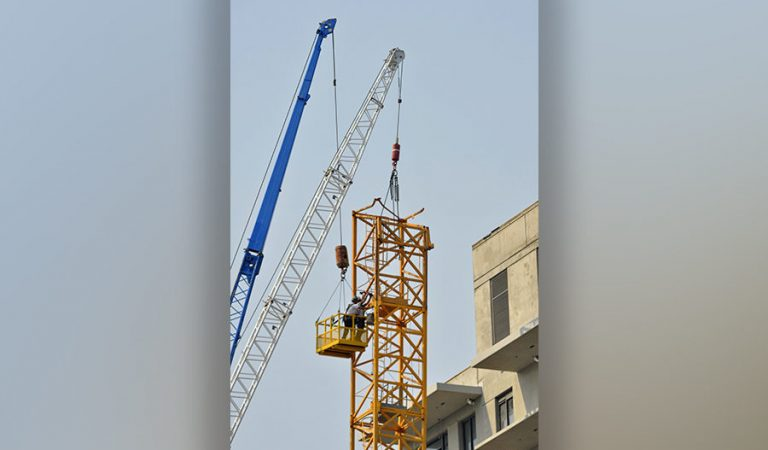 Crane removed in deadly Canada collapse as union seeks safety changes    2021-07-20